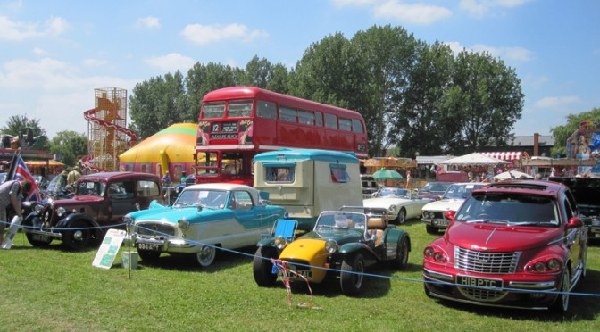 Classic And Vintage Car Parade Show Newport Pagnell Carnival - Classic car show today near me